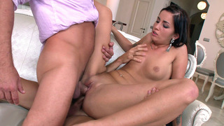 Nasty bitch Loren Minardi enjoys hard double penetration