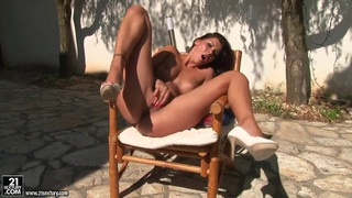 Majestic finger-dancing of naked Cindy Hope