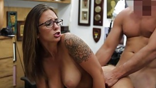 Hot babe pawns her vagina and screwed