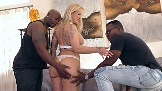 Interracial MMF cuckold with a MILF
